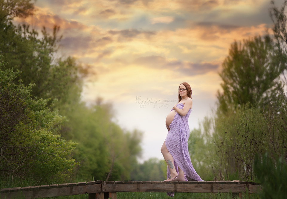 Beautiful outdoor maternity photos: Professional artistic maternity photos