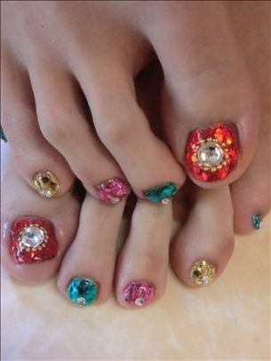 New-Season-Pedicure-Nail-Art-Ideas-3