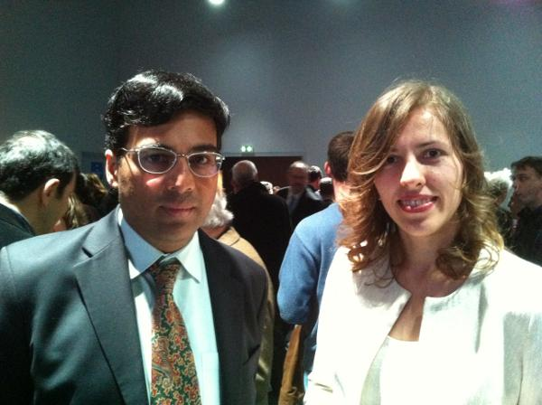 Le champion du monde Viswanathan Anand en compagnie de Tatiana Kostiuk