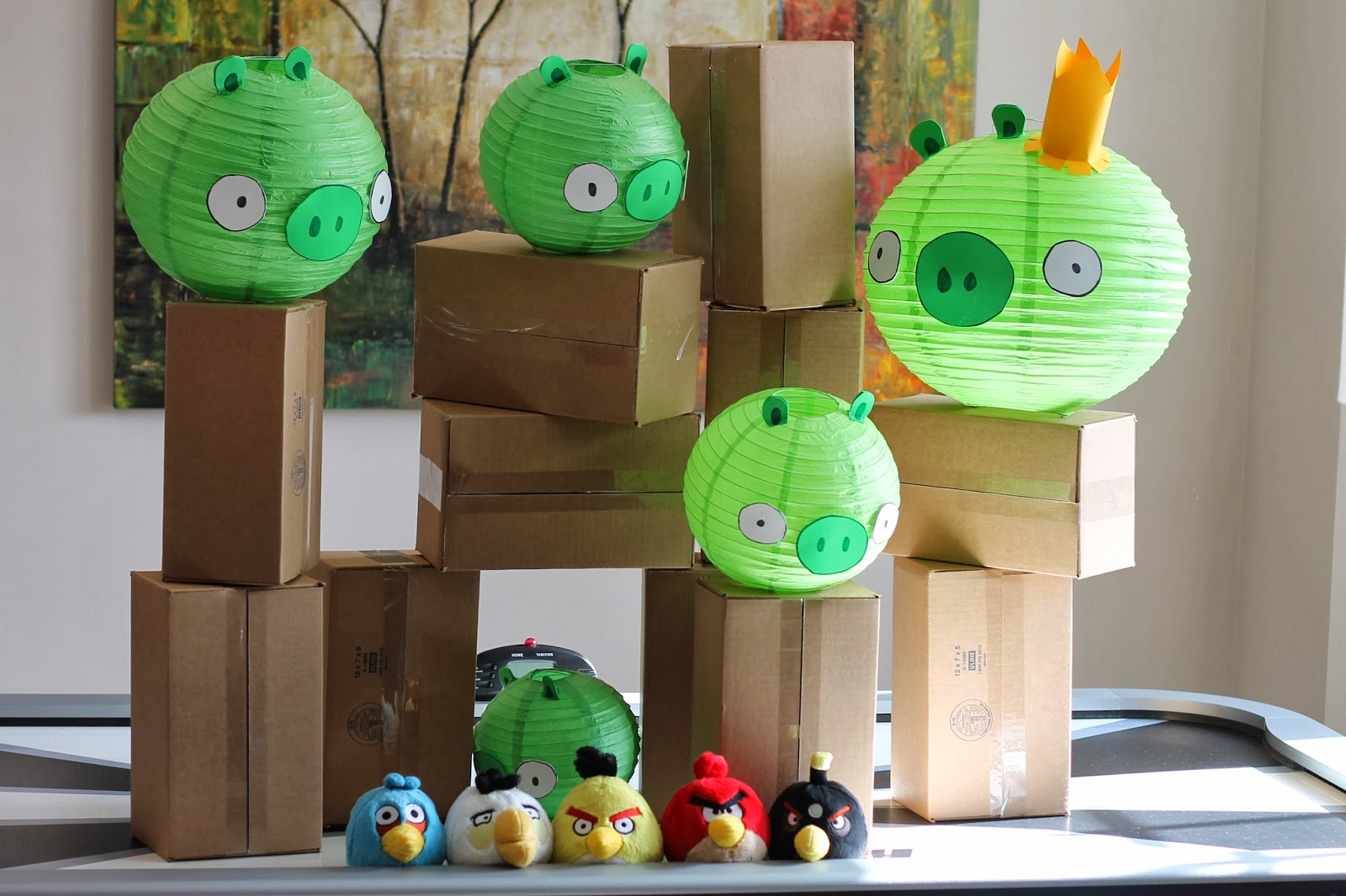 Party ideas with the big party diy angry birds party for Angry birds party decoration ideas