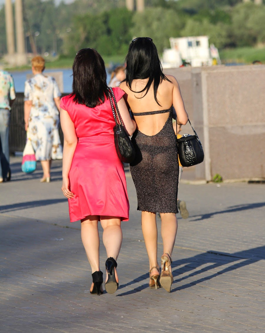 Прогулка В Прозрачном Платье