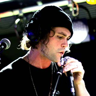 Mikky Ekko – Pull Me Down Lyrics | Letras | Lirik | Tekst | Text | Testo | Paroles - Source: musicjuzz.blogspot.com