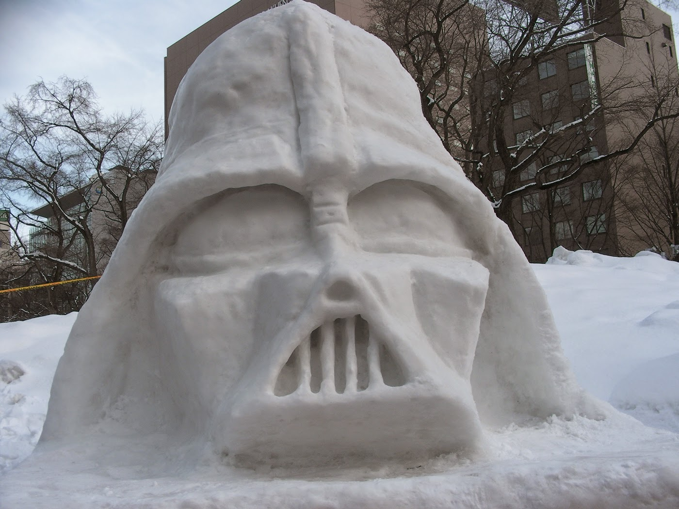 darth vader snow sculpture