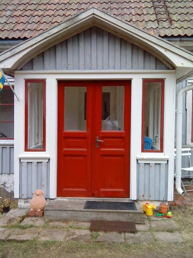 Lilla Blå Huset: Ett litet blått hus med röda fönster...