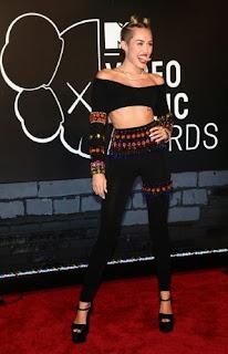 Foto Miley Cyrus Telanjang di Rolling Stones