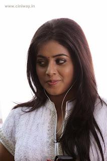 Telugulo-Naaku-Nachani-Padam-Prema-Heroine-Poorna