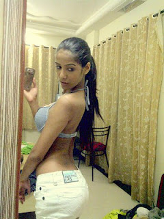 Poonam Pandey 2012 Twitter Hot Photos