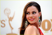 Sofia Vergara's cat eye at the 2011 Emmy's. Here is the video