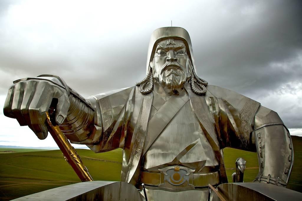 Actu Du Multimédia Genghis Khan Rides Again Huge Statue Of Emperor