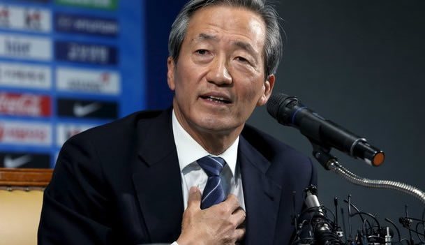 Hyundai planta cara a Platini... y a adidas