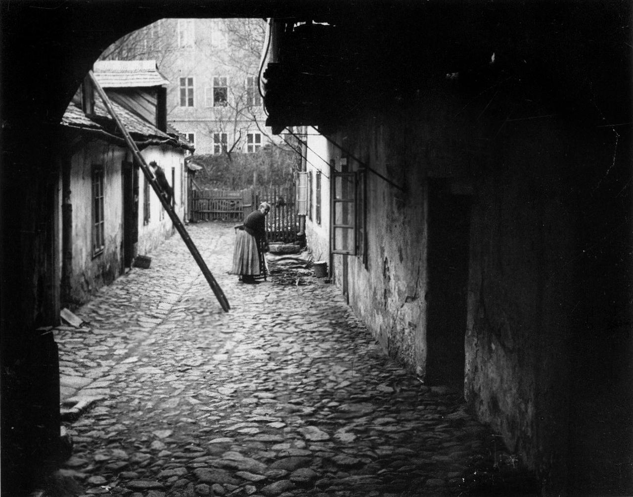 History in Photos: André Kertész