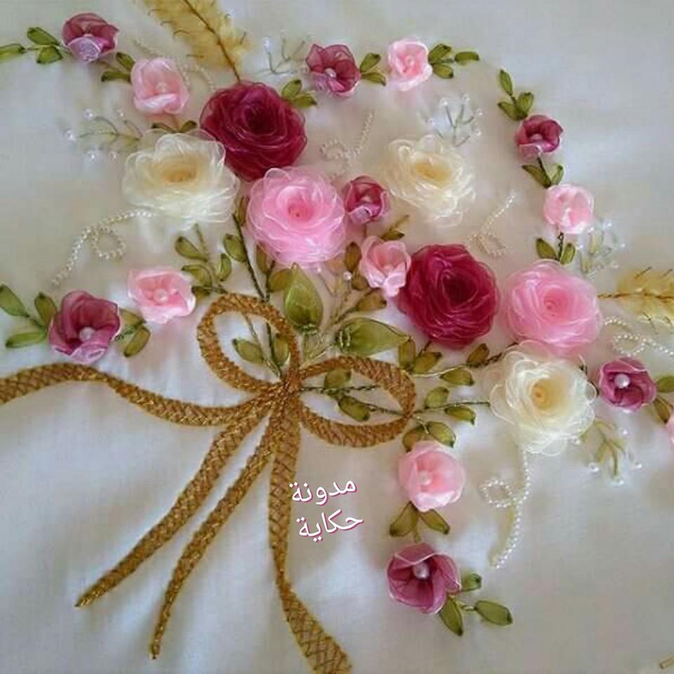 زهرات جميلة ورقيقة من شرائط الستان لتزيين مناشف العرائس