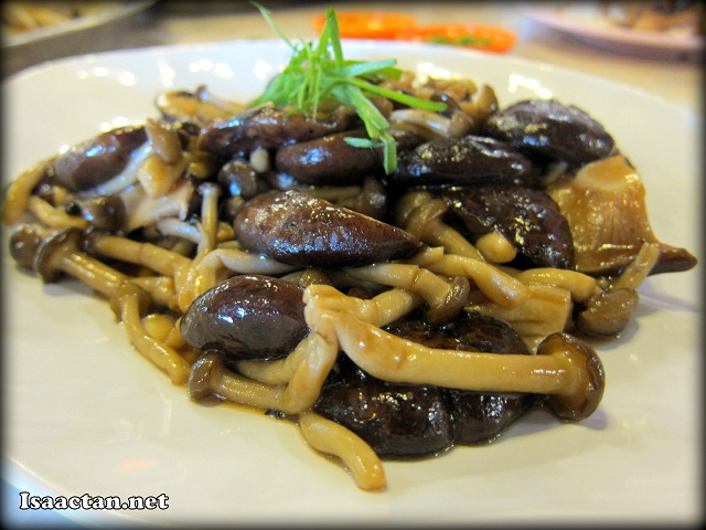 Twin Mushroom with Oyster - RM18