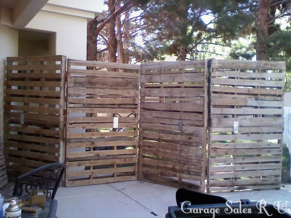 garage sales r us diy pallet board wall. Black Bedroom Furniture Sets. Home Design Ideas