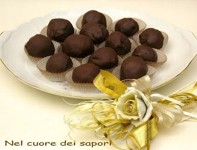 cioccolatini al cocco con cuore di nocciola