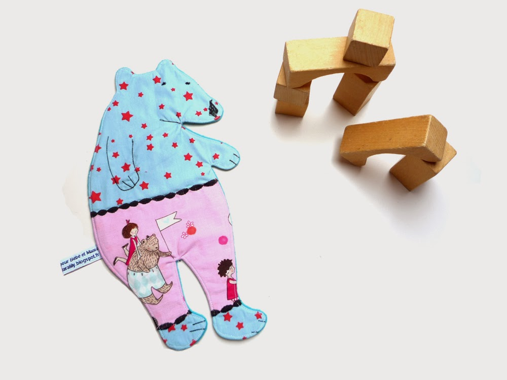 http://www.claralily.fr/doudou-plat-ours-bleu-et-rose.html