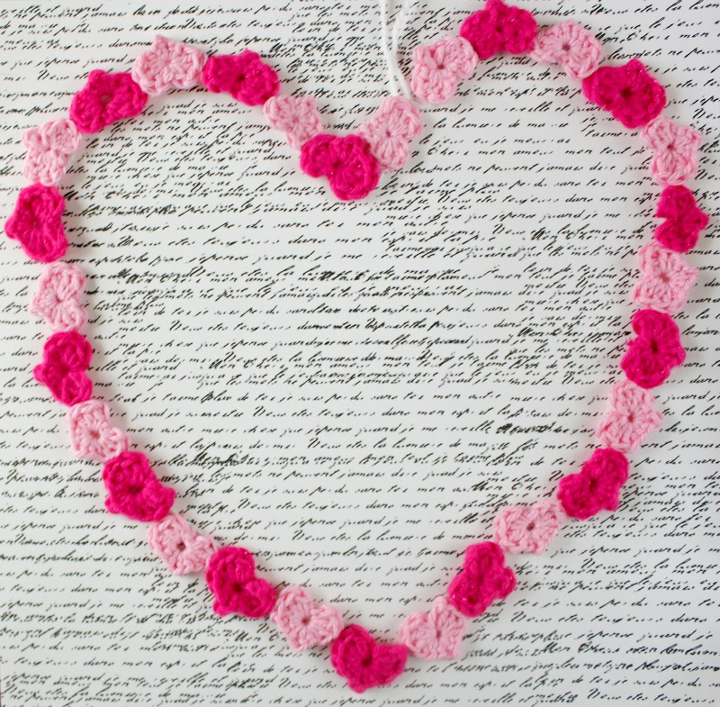 Valentine's Day heart garland free crochet pattern (with picture tutorial)