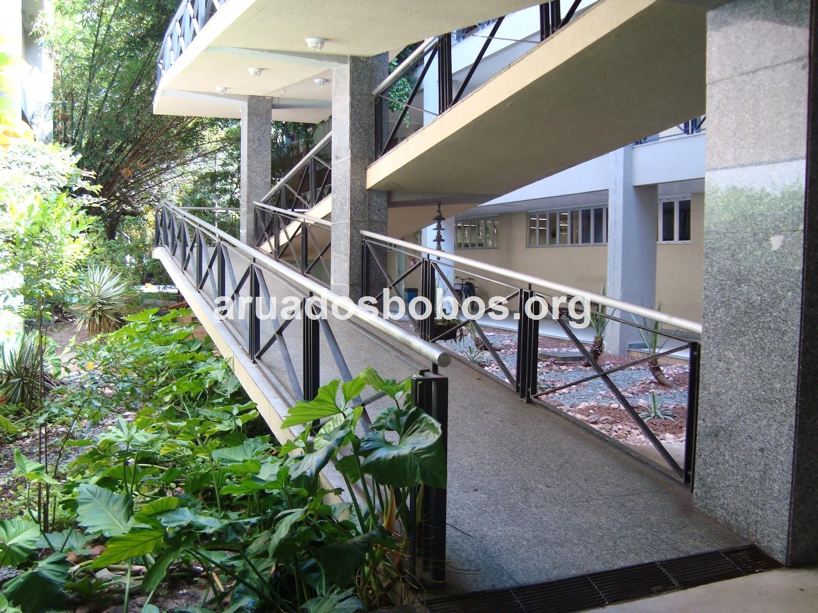 Imagens de #446730 Rua dos Bobos: Acessibilidade na Unifor. Cadê? 1600x1200 px 3416 Bloco Cad Banheiro Para Cadeirante