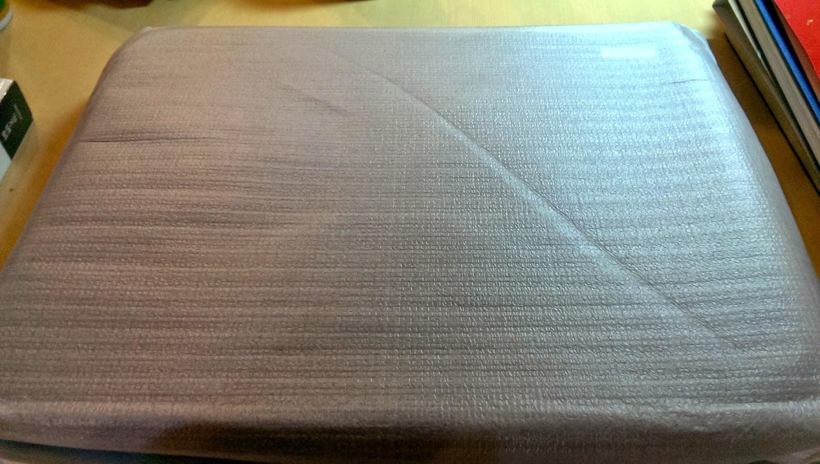 2015 02 21%2B19.40.18 - [開箱] 超薄大尺寸的筆電散熱墊,除了降低溫度、還能讓坐姿更加端正!