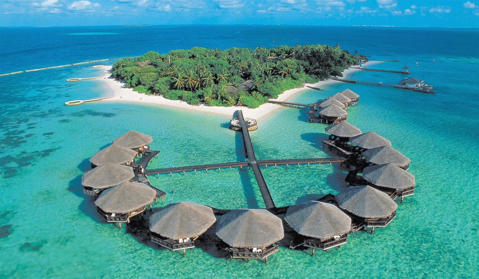 One Of The Most Famous And Leading Places For Honeymoon Goers This Island Is Amazing Place To Visit It Has Beautiful Crystal Waters Which Teamed Up With