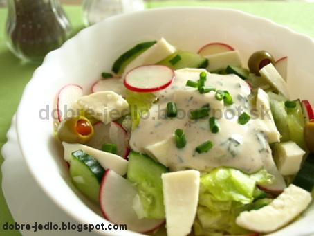 Jarný šalát s cibuľkou a syrom - recepty