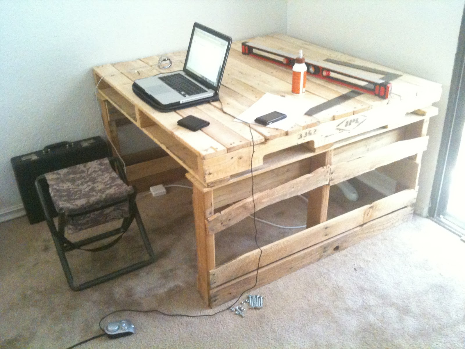 Making Pallet Furniture | Technoloid
