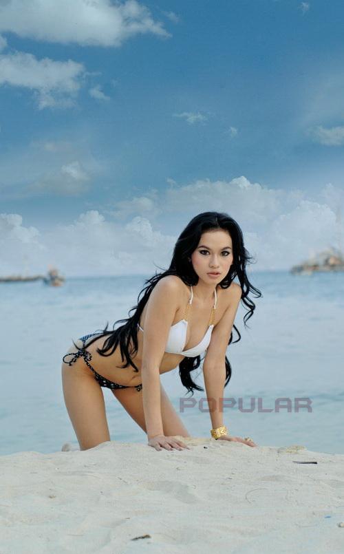 Majalah Popular beberapa waktu lalu. Simak foto Billgie Model Hot
