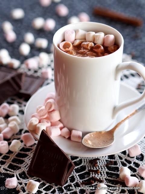 czekolada do picia , gorąca czekolada , pianki marhmallow , czekoladowy kubek , kakao , gorzka czekolada , deser , poprawiacz nastroju , kuchnia domowa , najlepsze przepisy