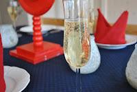 Svensk smörgåstårta och fransk champagne möter brittisk bröllopsyra