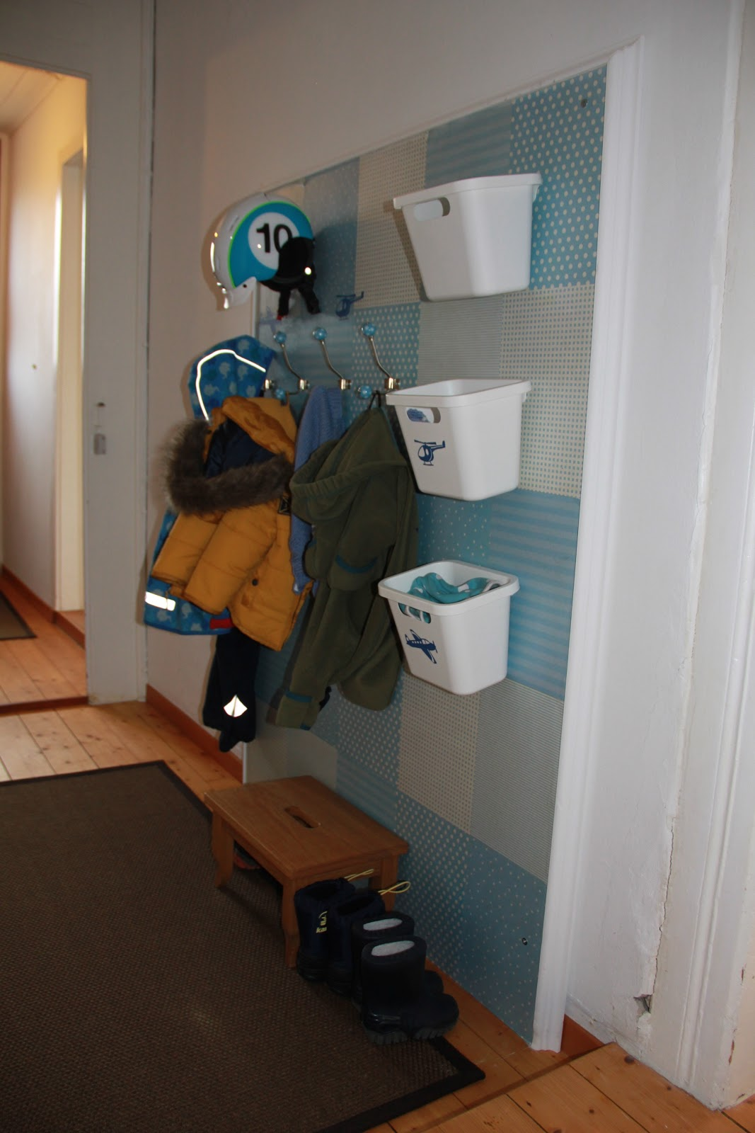 ina 39 s kreativwelt kindergarderobe selbstgemacht. Black Bedroom Furniture Sets. Home Design Ideas