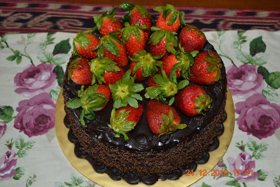 coklat moist with strawbery~RM 80.00