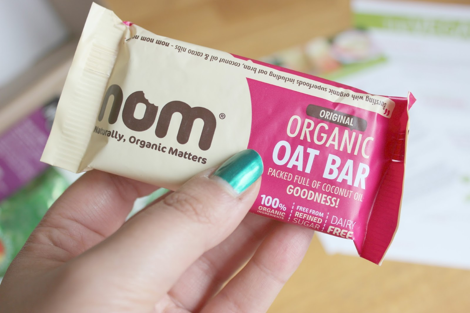 A picture of the Nom Original Organic Oat Bar