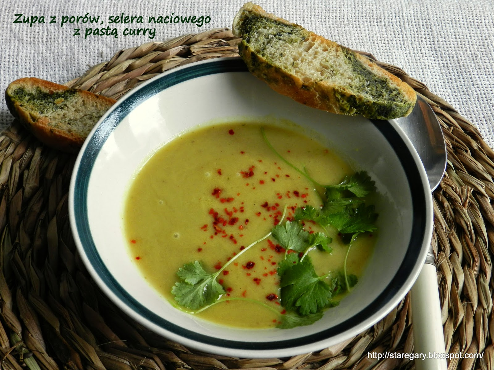 Zupa z porów, selera naciowego z pastą curry