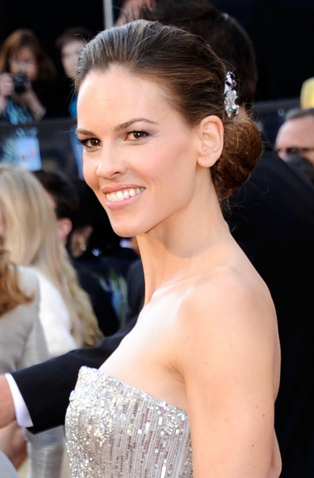 http://3.bp.blogspot.com/-JuHH5qXGuZU/TWv3T8XC6II/AAAAAAAAB3k/-hVcQd1cUJc/s1600/HilarySwank_Oscars.jpg