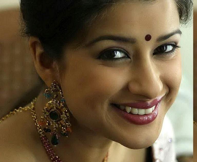 Beautiful & HoT Girls Wallpapers: Indian Girls