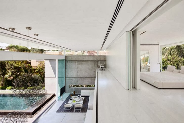 Upper floor interior of White Ramat Hasharon House by Pitsou Kedem Architects