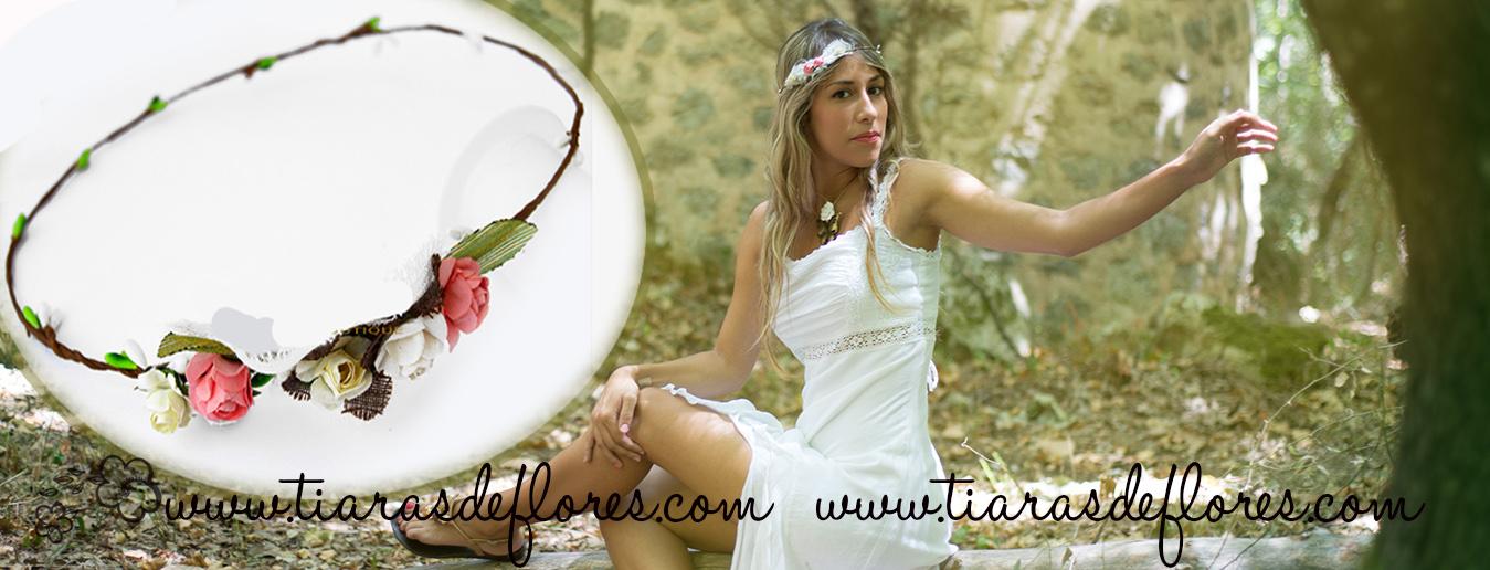 Una nuestra de la colección en diademas para niñas adornadas con motivos florales.