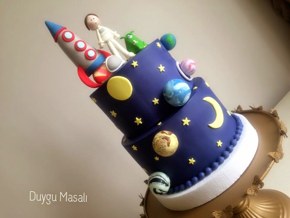 uzay temalı butik pasta