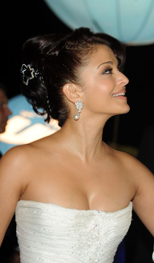 Aishwarya Rai1 - Beautiful Aishwarya Rai in White Gown