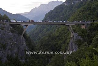 13 Maut Bas Jatuh Gaung Di Montenegro
