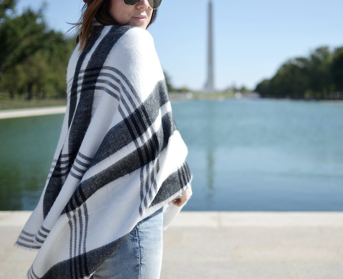 Le Chateau blanket scarf fashion blogger travel must-have How to wear a beret