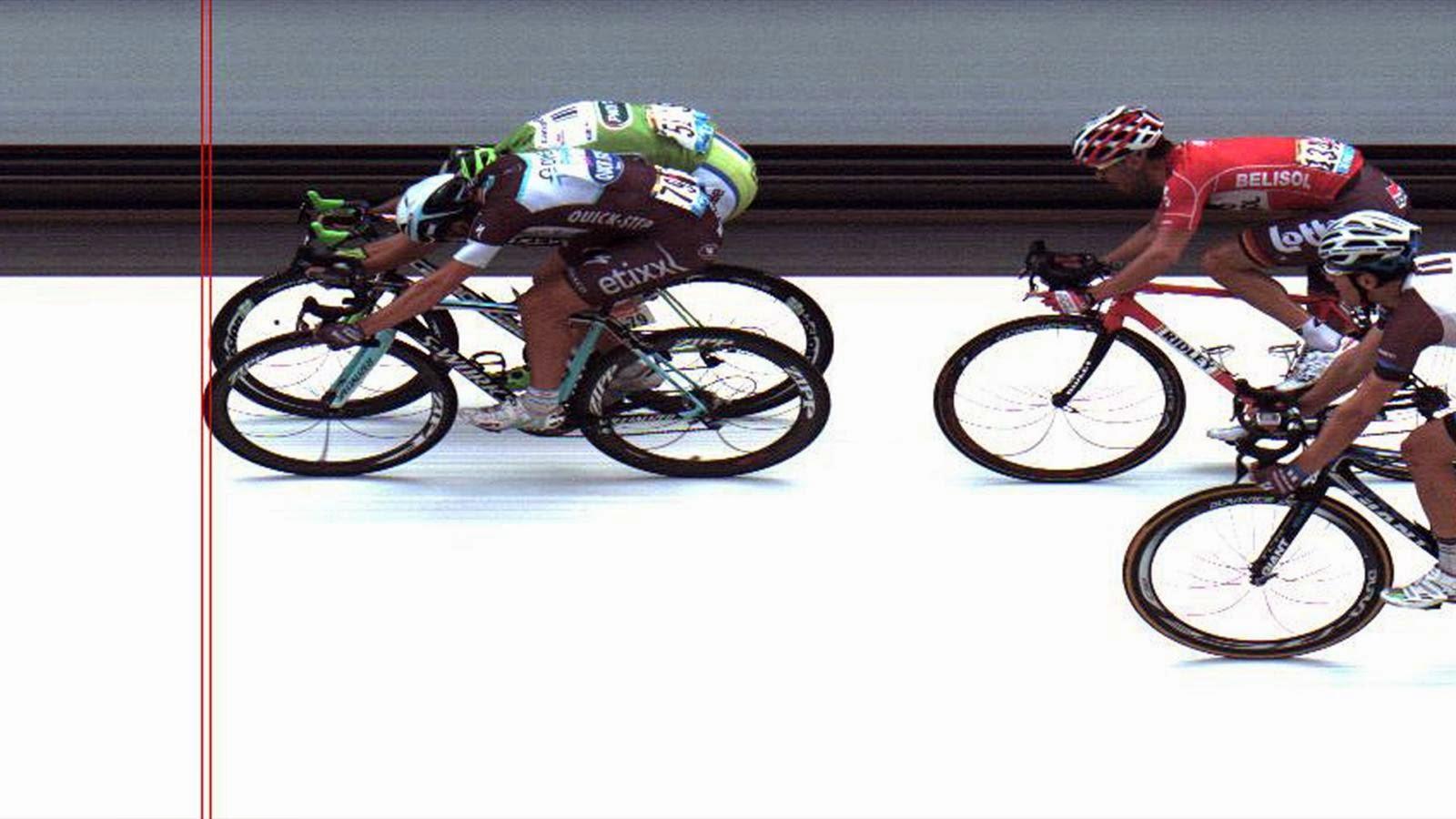 Trentin gana a Sagan por milímetros