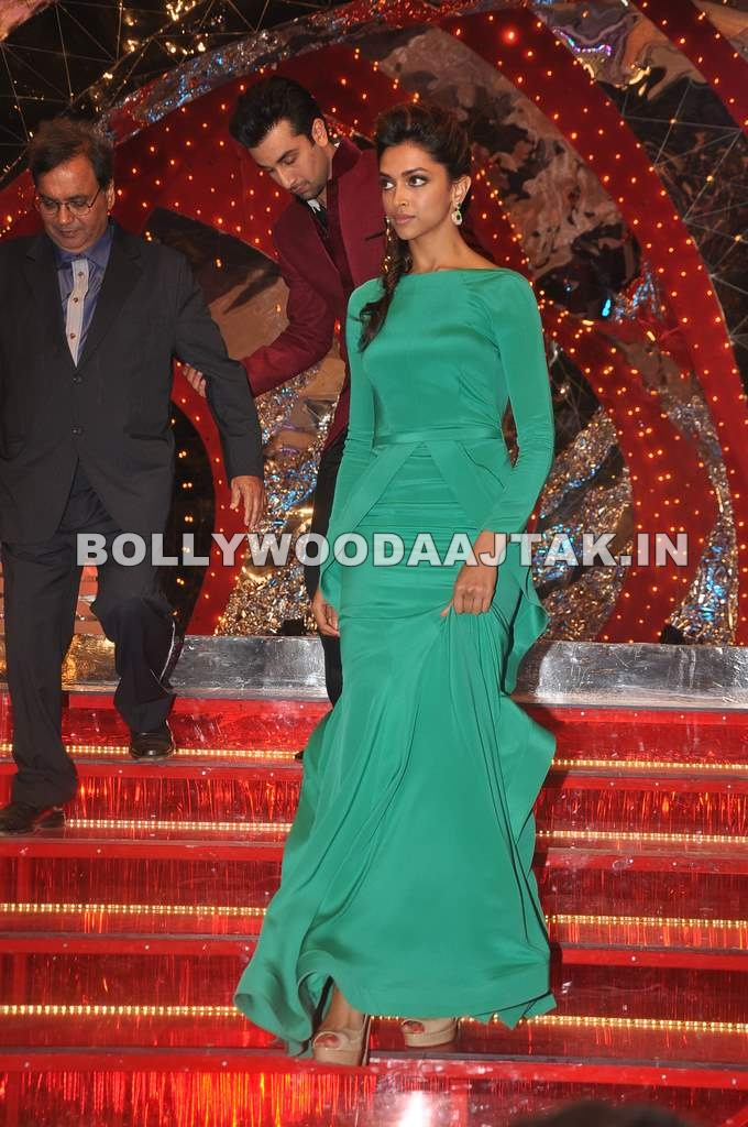 Deepika padukone in green dress1 - Backless Deepika Padukone at the Colors Screen Awards
