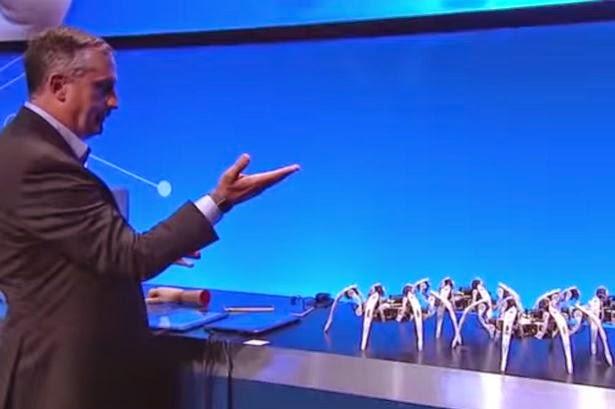Intel CEO mengawal tentera robot labah-labah menggunakan bahagian manset lengan kemeja