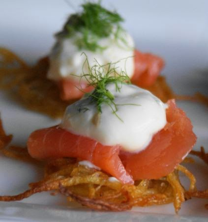 Smoked salmon tartare and potato chip canapes recipe for Salmon canape ideas