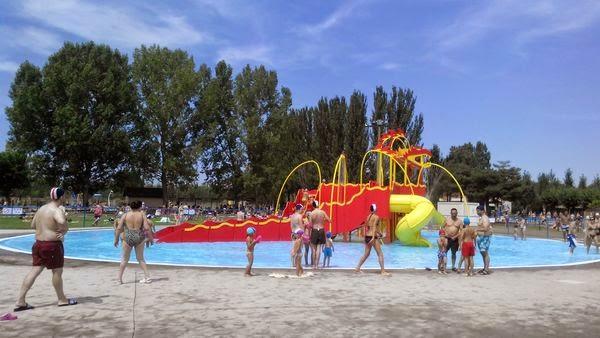 Planes de familia escapadas disfrutando de las piscinas for Piscinas leon valencia don juan