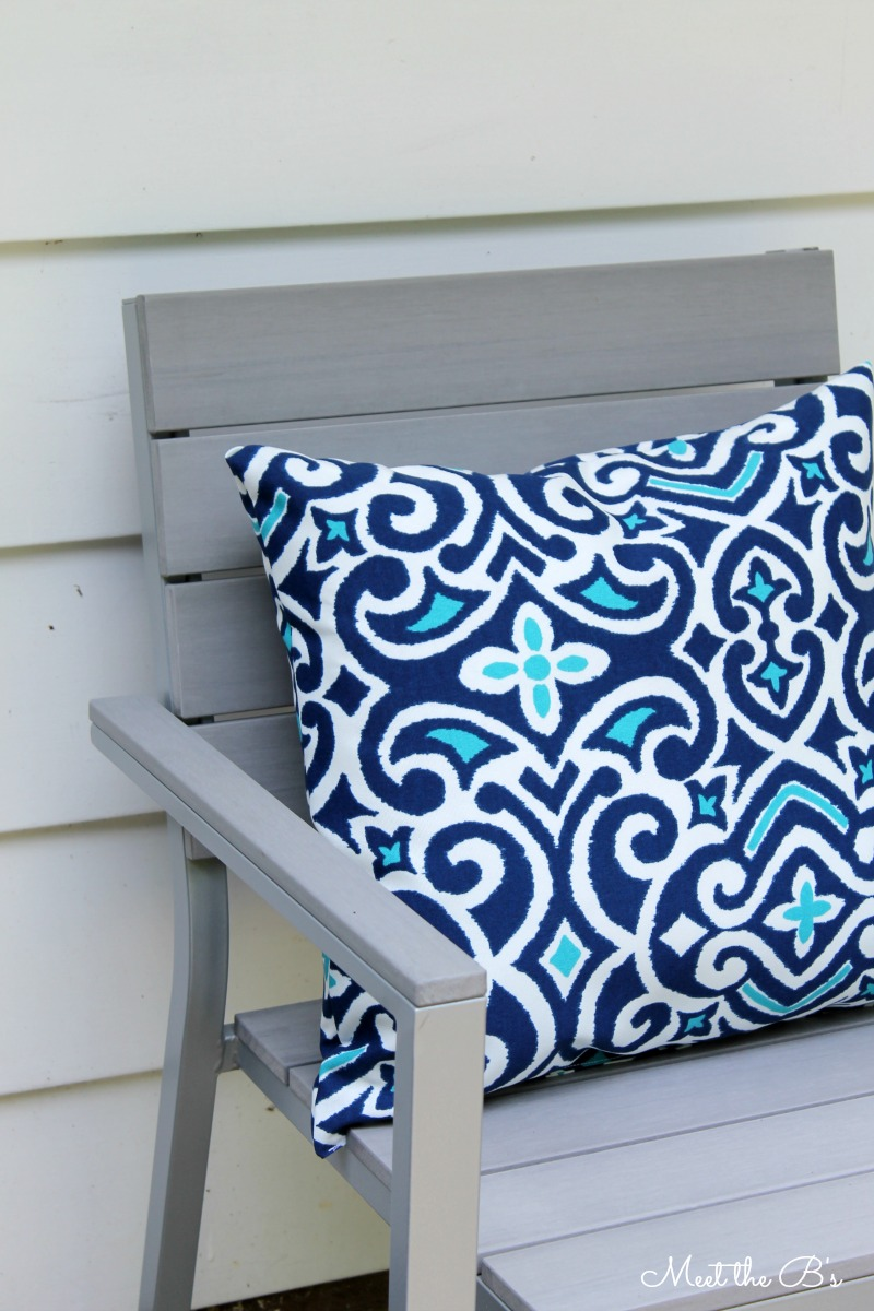 DIY Outdoor Pillows | Meet the B's
