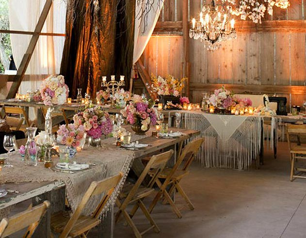 Ivy and lace a barn wedding for Cool wedding table decorations