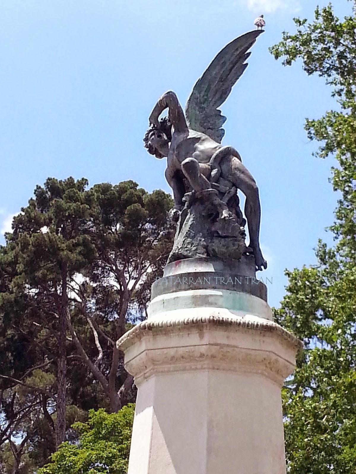 El Angel Caído, Retiro, Madrid me mata aunque no siempre,