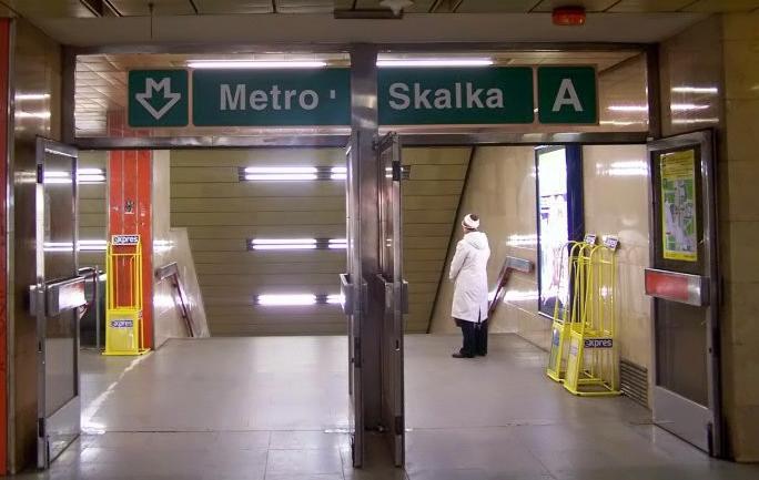 пражское метро перевозит